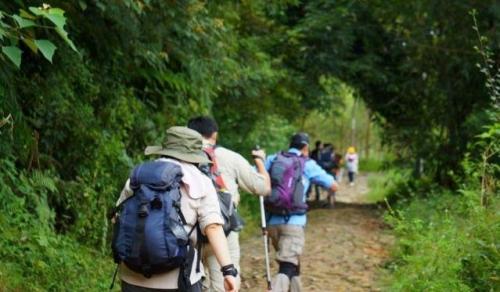 近来,极端天气频发,在进行野外徒步穿越时需要注意事项